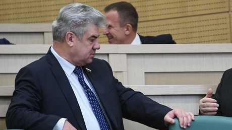رئيس لجنة شؤون الدفاع في مجلس الاتحاد الروسي فيكتور بونداريف