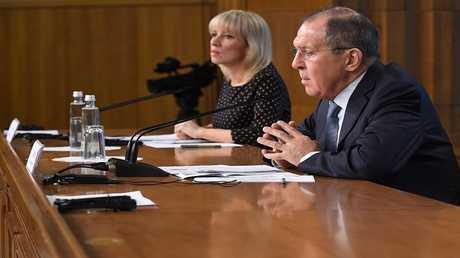 لافروف والناطقة باسم وزارة الخارجية ماريا زاخاروفا في مؤتمر حول نتائج النشاط الدبلوماسي الروسي عام 2017