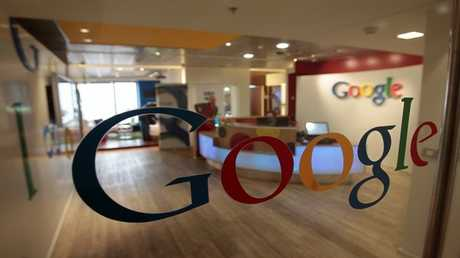 غوغل تحذف تطبيقات من متجرها لاحتوائها إعلانات إباحية
