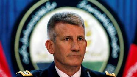 الجنرال جون نيكولسون قائد القوات الأمريكية وقوات حلف الناتو في أفغانستان