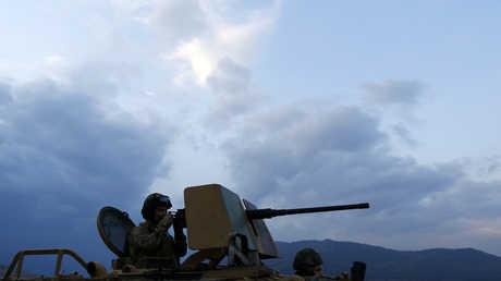 عناصر القوات التركية عند الحدود مع سوريا