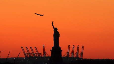 تمثال الحرية في مرفأ نيويورك