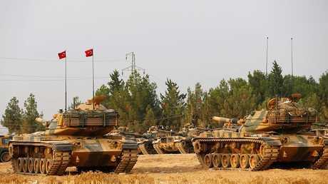 الدبابات التركية قرب الحدود التروية السورية