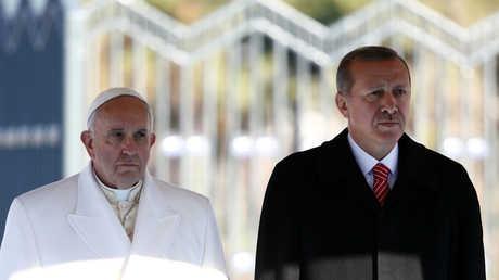 الرئيس التركي رجب طيب أردوغان والبابا فرنسيس في أنقرة (نوفمبر/تشرين الثاني 2014)