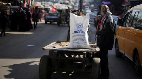 الولايات المتحدة تجمد جزءا من مساعداتها لوكالة غوث وتشغيل اللاجئين الفلسطينيين