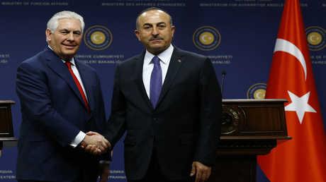 وزير الخارجية التركي مولود جاويش أوغلو ونظيره الأمريكي ريكس تيلرسون