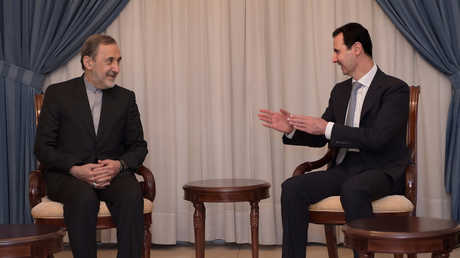 بشار الأسد وعلي أكبر ولايتي