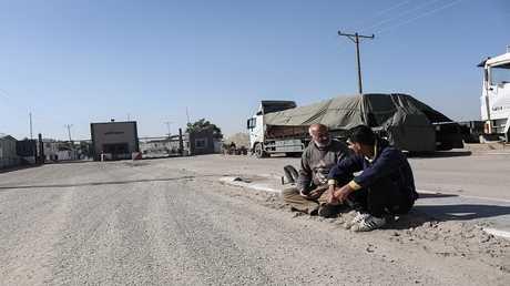 شاحنات لفلسطينيين عند معبر كرم أبو سالم الحدودي مع إسرائيل