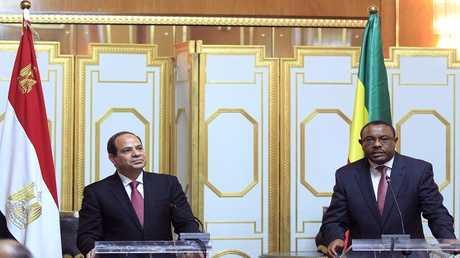 الرئيس المصري عبد الفتاح السيسي مع رئيس الوزراء الإثيوبي هيلا ميريام ديسالين
