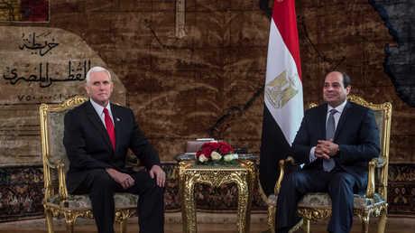 الرئيس المصري، عبدالفتاح السيسي، مع مايك بنس، نائب الرئيس الأمريكي