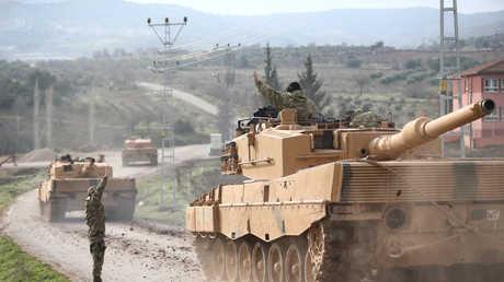 القوات التركية قرب الحدود السورية