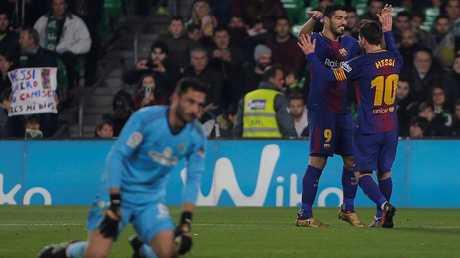 """في لقطة راقية.. جماهير ريال بيتيس تصفق لـ""""المدمر"""" ميسي"""