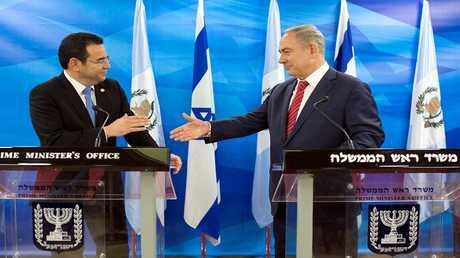 أرشيف - رئيس غواتيمالا ورئيس الوزراء الإسرائيلي