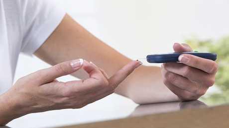 لصقة طبية تقيس مستوى السكر في الدم دون إبر