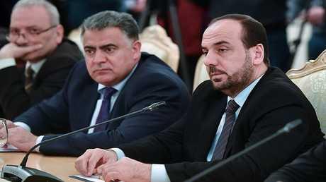 وفد هيئة المفاوضات السورية المعارضو خلال لقائه مع وزير الخارجية الروسي سيرغي لافروف في موسكو