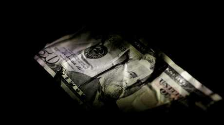الدولار يهبط إلى أدنى مستوى في 3 أعوام