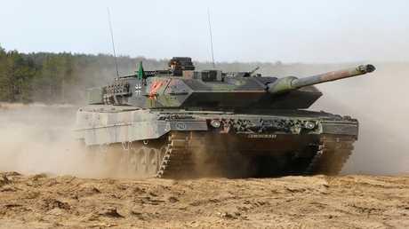 """دبابة ألمانية الصنع من طراز """"ليوبارد2"""""""