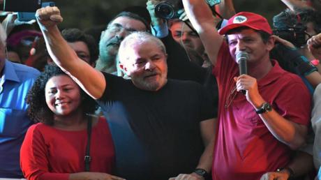 لويس ايناسيو لولا دا سيلفا خلال تجمع لمناصريه
