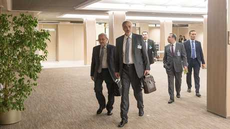 بشار الجعفري وأعضاء الوفد الحكومي السوري في جنيف - أرشيف
