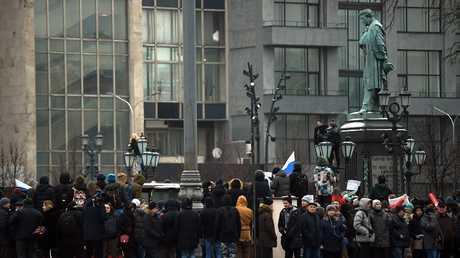 مجموعة من أنصار المعارض الروسي أليكسي نافالني في موسكو