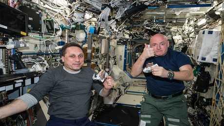 طعام رواد الفضاء يطفو داخل معدتهم أيضا