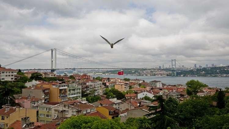 قتلى وجرحى في اصطدام حافلة بموقف في إسطنبول