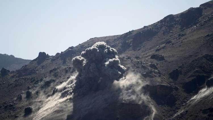الحوثيون يعلنون إطلاق صاروخ باليستي على معسكر لقوات هادي