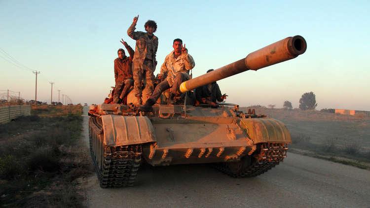 ما الذي حمى الجزائر وتونس من الحالة الليبية؟