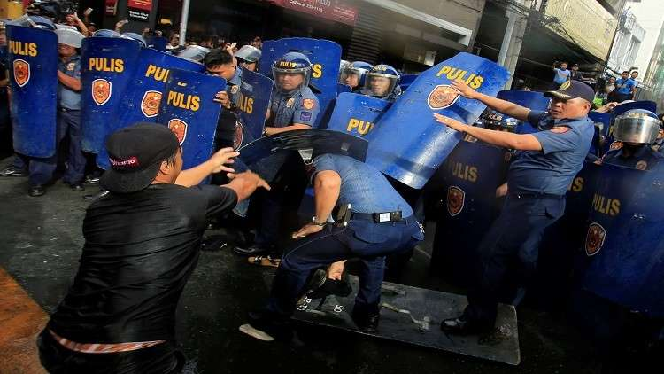 قوات الأمن الفلبينية تعتقل زعيم المتمردين الماويين