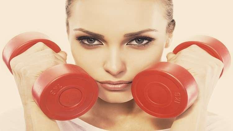 تحذيرات من استخدام مستحضرات التجميل أثناء الرياضة