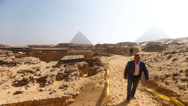 مصر.. اكتشاف مقبرة تاريخية بمنطقة الجبانة بالأهرامات