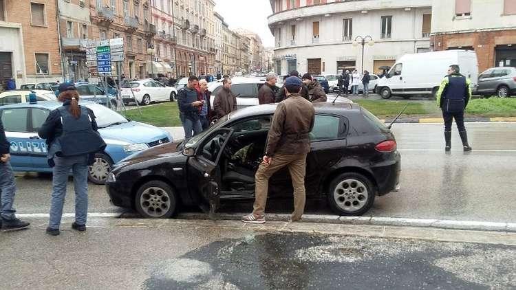 هجوم إيطاليا المسلح يحمل بصمات عنصرية