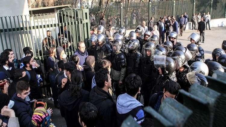 الحرس الثوري الإيراني يعتقل شخصين حرّضا على الاحتجاج