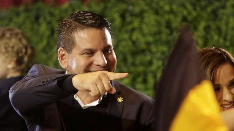 قس مناهض للمثليين يفوز بالدورة الأولى لانتخابات كوستاريكا الرئاسية!