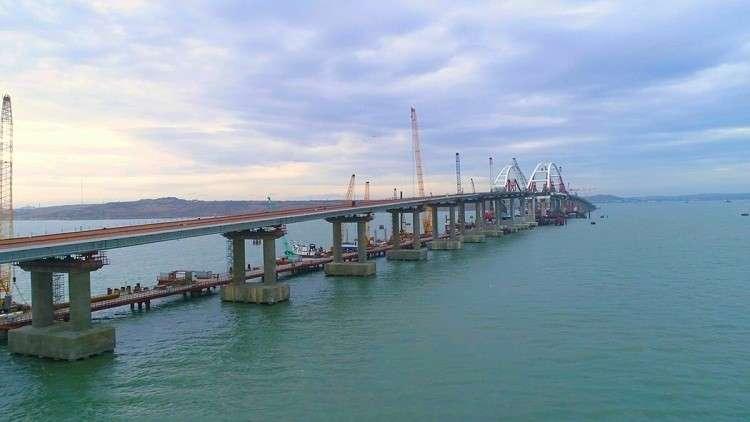 البدء بتدعيم خطوط السكة الحديدية على جسر القرم