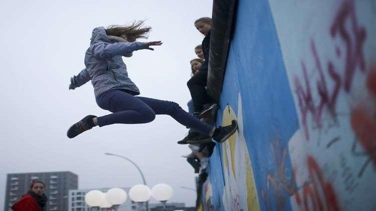 حائط برلين ينقسم شطرين بين القيامة والموت