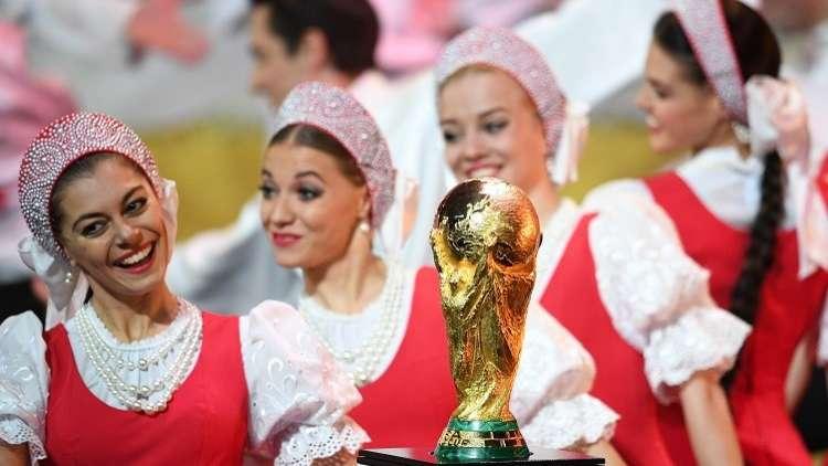 شاهد.. كأس العالم لأول مرة في بابوا نيوغينيا