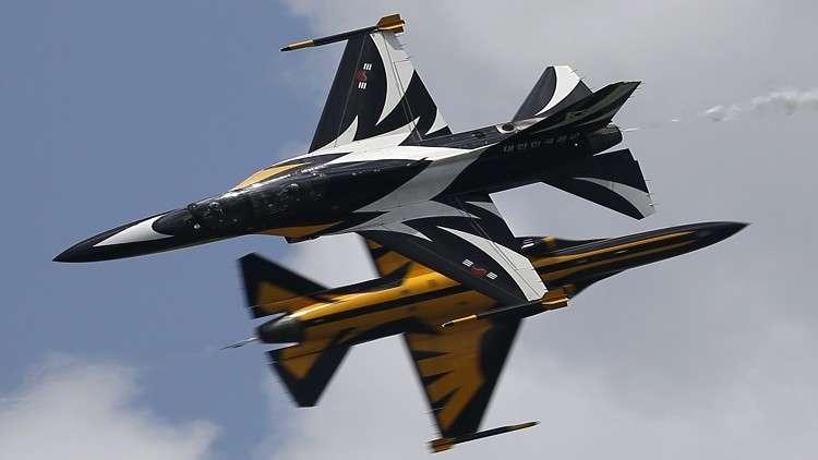 انحراف طائرة كورية جنوبية واشتعالها خلال عرض سنغافورة الجوي