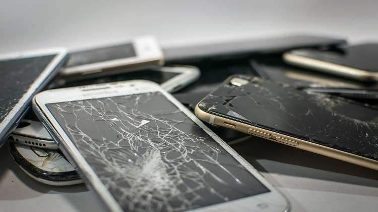 شاشات ماسية يمكنها القضاء على كابوس تحطم الهواتف