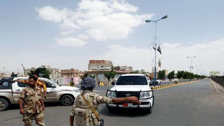 فرحه في حيس اليمنية بعد تسيير الإمارات أول قافلة مساعدات إليها