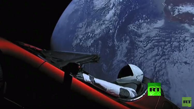 توقعات بتحطم سيارة تسلا في الفضاء