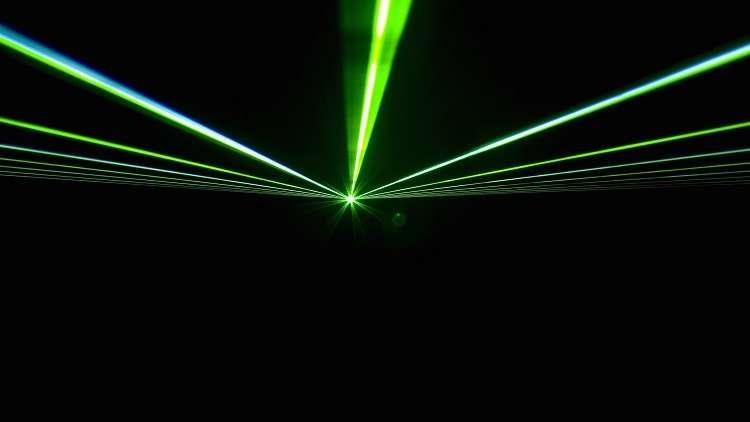 لأول مرة.. فيزيائيون يبطئون الإلكترونات عالية السرعة