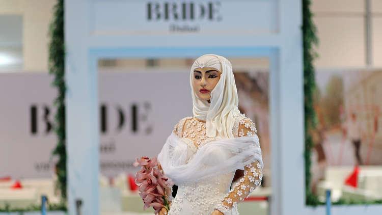 بالصور.. كعكة زفاف على شكل فتاة بسعر مليون دولار في دبي!