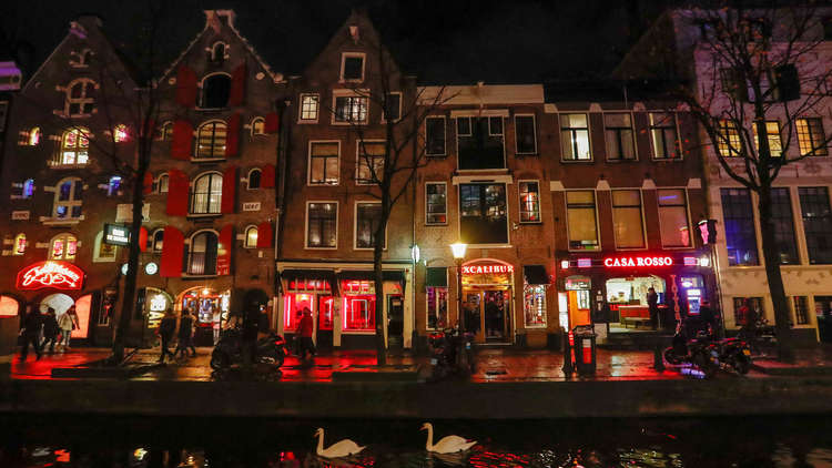 هولندا تفرض قيودا على زائري