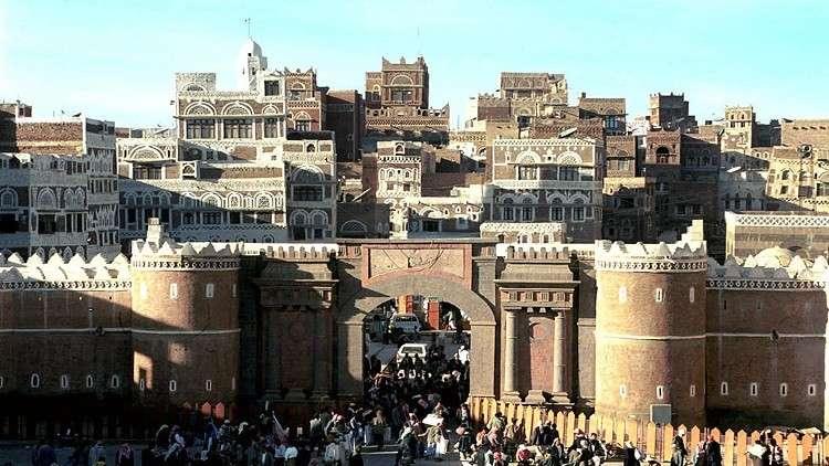 تسريح 360 موظفا يمنيا من السفارة الأمريكية في صنعاء