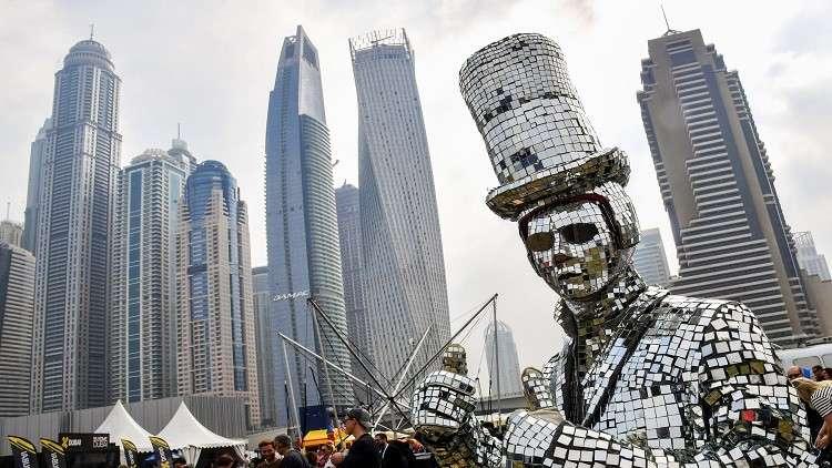 شاهد.. دبي تفتتح أطول فندق في العالم