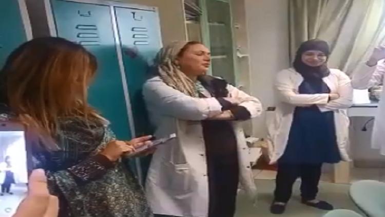 فيديو.. طبيبة مصرية تثير الإعجاب بصوتها الشجي
