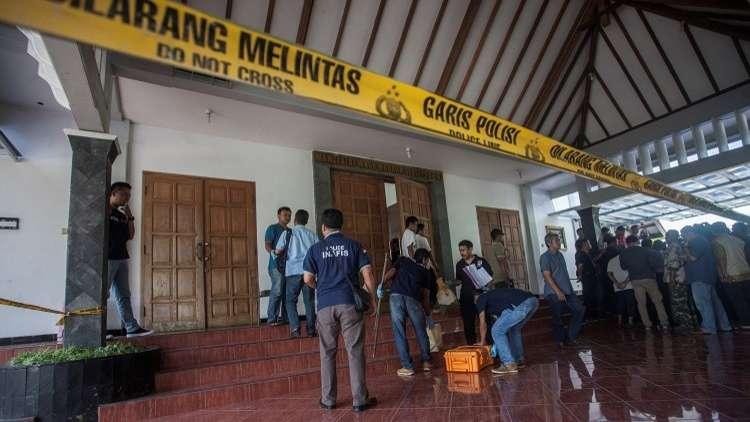 إصابة 4 في هجوم لمسلح بسكين في إندونيسيا