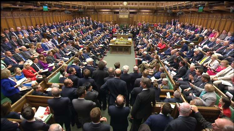 البرلمان البريطاني يحث الحكومة على اتخاذ تدابير لمنع نشوب نزاعات جديدة في الشرق الأوسط