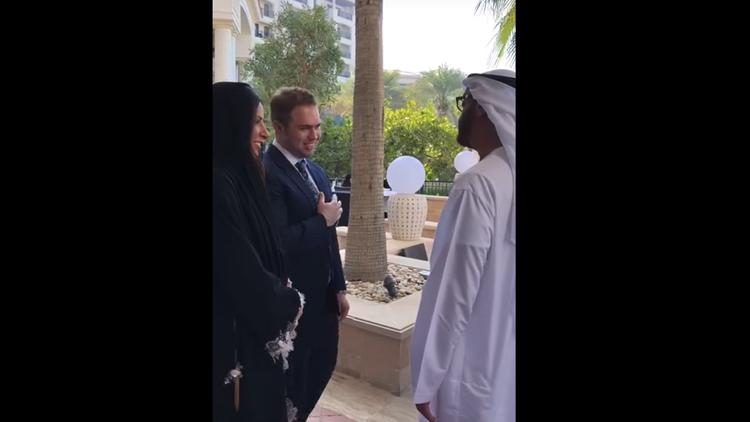 شاهد.. إماراتية تتزوج بريطاني بحضور الشيخ محمد بن زايد وجورج بوش